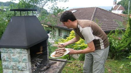 Grillmeister Brunner bei der Arbeit